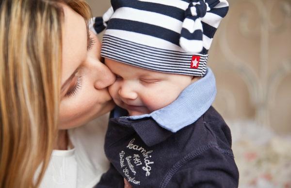 Herpes bei Babys – Ein lebensgefährlicher Kuss