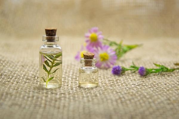 Mit ätherischen Ölen gegen Herpes